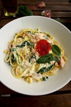 One-Pot Creamy Smoked Salmon Pasta with Spinach Topped with Caviar: Luscious, delicious and easy mess-free dinner ready in 15 minutes!
