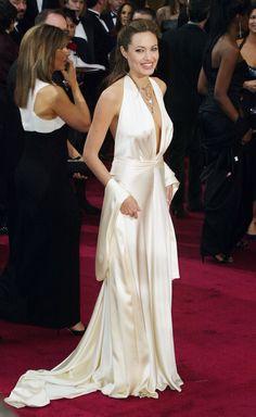Stile da red carpet: i 18 abiti di Angelina Jolie che non dimenticheremo mai