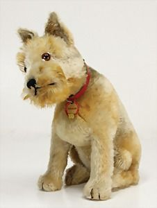 """Ladenburger Spielzeugauktion - Rattler/schnauzer, with mechanism for turning head, with button, breast sign, button, with long stretched F, breast sign with inscription """"Schnauzer"""", very rare, minimally rests of the red flag are preserved, 33 cm, mohair is minimally used, produced 1930 - 1934, impressive size, with photo of the owner from 1932, very nice lot , unusual - result €800"""