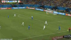 El loco Balotelli marca de cabeza