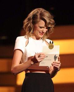Taylor at the 2014 ACMs <3
