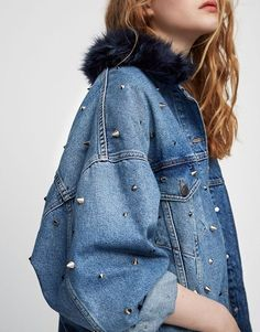 Studded denim jacket - Coats and jackets - Clothing - Woman - PULL&BEAR United Kingdom Ropa Pull And Bear, Pull & Bear, Diy Jeans, Denim Fashion, Look Fashion, Fashion Design, Denim Outfits, Fall Outfits, Denim Oversize