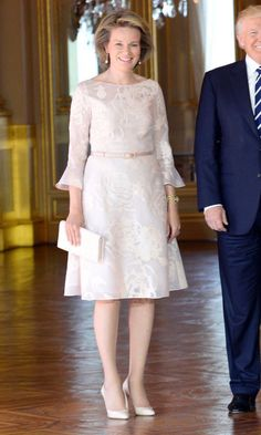 Queen Mathilde of Belgium was pretty in pastels as she greeted President Donald Trump and First Lady Melania Trump at the Royal Palace in Brussels Royal Dresses, 15 Dresses, Fashion Dresses, Royal Fashion, Cute Fashion, Fashion Photo, Modern Filipiniana Dress, Ankara Gown Styles, Royal Clothing