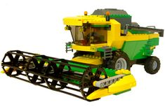 John Deere Lego Tractors and Combines on Display Cool Things To Build, Lego Truck, Combine Harvester, Cool Lego Creations, Model Train Layouts, Lego Models, Lego Projects, Lego Moc, Games
