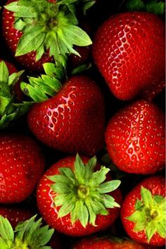 ❄ Strawberries - The nutritional benefits of strawberries come directly from the bright red color of the fruit.The red is made by anthocyanins,which are incredible antioxidants that protect your heart,have anti-inflammatory properties,and are known to protect against cancer. They are loaded with vitamin C and manganese and are good sources of dietary fiber, iodine, potassium, folate, riboflavin, vitamin B5, omega-3 fatty acids, vitamin B6, vitamin K, magnesium, and copper.