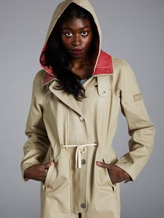 Scandinavian weather can turn upside down in a second. It's wise to dress accordingly. This beautiful women's scout jacket by Finnish Makia is something you don't want to miss. Cold Rain, City Boy, Boy Fashion, Fashion Tips, Scandinavian, Raincoat, Beautiful Women, Style Inspiration, Jackets