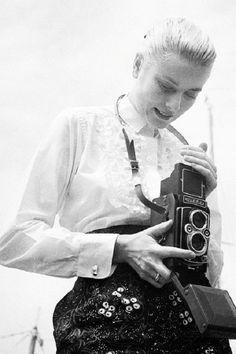Vintage Cameras Grace Kelly y su Rolleiflex Vintage Cameras, Vintage Photos, Classic Hollywood, Old Hollywood, Princesa Grace Kelly, Patricia Kelly, Foto Fun, Girls With Cameras, Robert Frank