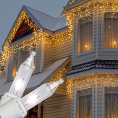"""Commercial - 150 Clear Icicle Lights - White Wire 12"""" $15.99"""
