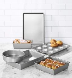 (This is an affiliate pin) Chicago Metallic 5229028 Commercial II Non-Stick 6-Piece Bakeware Set, Silver