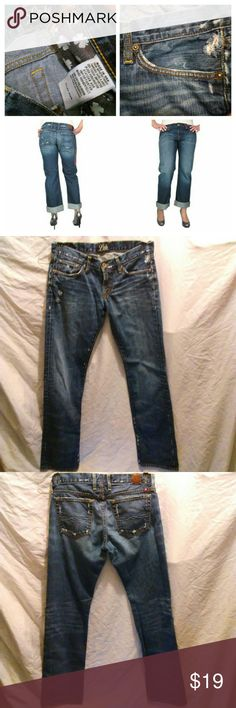 "Lucky Brand riley boyfriend jeans Missing size tag Waist 32"" Length 39"" Inseam 31"" Perfect condition Lucky Brand Jeans Boyfriend"