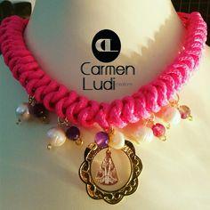 En honor a la virgen del valle... collar con perlas y ágatas sobre tejido. Bisutería joya diferente.
