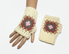 Granny Square fingerless Gloves are Eye Catching, warm and comfortable to wear. Unique accesory for your brand new look, you will love it! These granny gloves will keep your hands warm in cold autumn/winter time Keep your fingers free to drive, type, text ... #fingerlessgloves #yarngloves #grannysquaregloves #wristwarmers #crochet365 #crochetgloves #yarngloves #grannysquarewristwarmers
