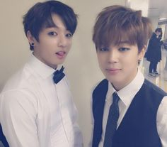 BTS Park Jimin And Jeong Jungguk they looks like gentlemen haha but....Kookie what are you doing??? You looks like so sexy