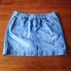 Adorable denim mini skirt Super cute and flirty Old Navy denim mini skirt. Gently used, still in excellent condition! Old Navy Skirts Mini
