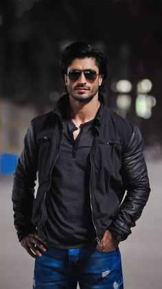 Indian Celebrities, Bollywood Celebrities, Hot Actors, Actors & Actresses, Indian Army Wallpapers, Punjabi Suits Designer Boutique, Stylish Girls Photos, Actors Images, Sharp Dressed Man