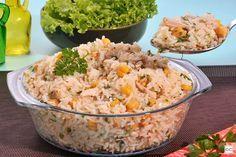 Se você nunca experimentou o arroz árabe com frango, agora é o momento! A receita também leva grão-de-bico e temperos irresistíveis! Sandrinha, Paella, Fried Rice, Glutenfree, Potato Salad, I Am Awesome, Food And Drink, Cooking, Ethnic Recipes
