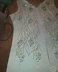 "233 mentions J'aime, 4 commentaires - قفطان مغربي (@caftanmorocco1) sur Instagram: ""شاركونا رايكم🤩😍🥰 . . . .#عبايات #عبايات_راقية #عبايتي_ماركه #عبايات_اماراتيه #عبايات_فخمه…"" Zardozi Embroidery, Hand Embroidery Dress, Kurti Embroidery Design, Basic Embroidery Stitches, Bead Embroidery Patterns, Couture Embroidery, Embroidery Fashion, Hand Embroidery Designs, Ribbon Embroidery"