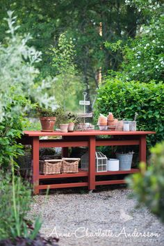 Garden Sink, Garden Pots, Norwegian House, Garden Organization, Red Houses, Outdoor Kitchen Bars, Scandinavian Home, Garden Projects, Garden Inspiration