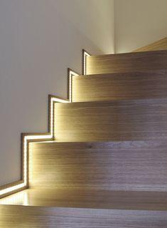 Trang trí cầu thang tẻ nhạt đơn điệu trở nên hấp dẫn mọi ánh nhìn