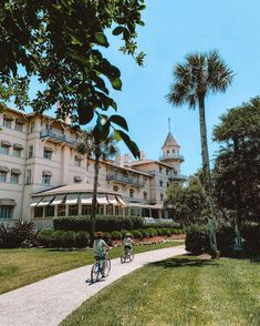 """Jekyll Island Club Resort (@jekyllclub) posted on Instagram: """"Name a better place to ride bikes. With over 20 miles of paved bike paths, the best way to explore the island is on two wheels, not four.…"""" • Oct 3, 2021 at 2:48pm UTC"""