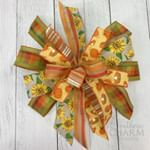9 Ways to Make a Bow For A Wreath | Southern Charm Wreaths Diy Fall Wreath, Fall Wreaths, Wreath Ideas, Fall Deco Mesh, Deco Mesh Wreaths, How To Make Wreaths, How To Make Bows, Funky Bow, Diy Angel Wings