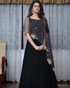 Gown Party Wear, Party Wear Indian Dresses, Designer Party Wear Dresses, Indian Fashion Dresses, Indian Gowns Dresses, Kurti Designs Party Wear, Dress Indian Style, Indian Designer Outfits, Gharara Designs