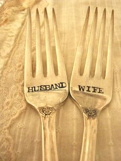 Vintage Wedding Cake Forks. I sure would like these for our wedding!