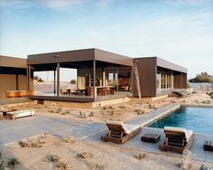 desert utopia prefab house - california - marmol radziner - photo daniel hennessy
