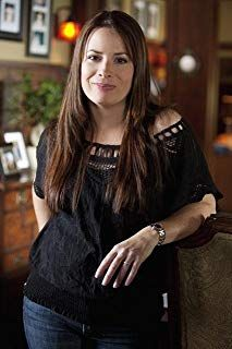 """Holly Marie Combs - Promos/Stills For """"Pretty Little Liars"""" - Season 1 Serie Charmed, Charmed Tv Show, Holly Marie Combs, Rose Mcgowan, Aria Montgomery, Kaley Cuoco, Classic Actresses, Beautiful Actresses, Alyssa Milano Charmed"""