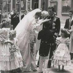 Charles And Diana Wedding, Princess Diana And Charles, Princess Diana Rare, Princess Diana Wedding, Princess Diana Fashion, Princess Diana Pictures, Princes Diana, Royal Queen, Royal Princess