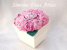 vaso flor de tecido by Simone Dias Artes, via Flickr
