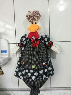 Puxa saco galinha Kitchen Gifts, Soft Sculpture, Baby Dolls, Rooster, Projects To Try, Patches, Christmas Gifts, Merry, Quilts
