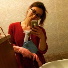 Minchia il seratone del venerdì! Sono in ottima compagnia direi!!  #housework #cinderella #cleaning #viakalismybestfriend #fridaynight #luckyme #easterweekend #readytorock #pulizie #primavera #desperatehousewife #casalingadisperata