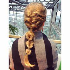 """100 tykkäystä, 6 kommenttia - Heli (@braidingbad) Instagramissa: """"Flips a plenty 😊! . . #fauxfishtailbraid #huijauskalanruotoletti #braidinghair #braidideas…"""""""