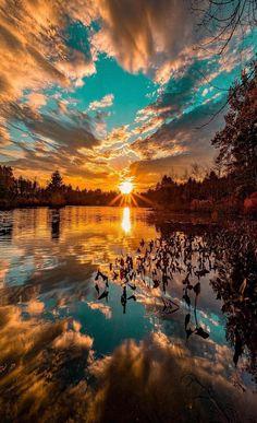 a beautiful sunset. What a beautiful sunset.What a beautiful sunset. Beautiful Sky, Beautiful Landscapes, Beautiful Nature Images, Best Nature Photos, Beautiful Sunset Pictures, Dream Images, What A Beautiful World, Sunset Pics, Sunset Art