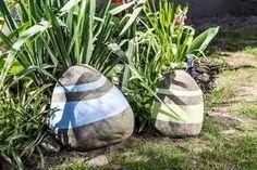 Znalezione obrazy dla zapytania ekspozycja z malowanych kamieni w ogrodzie