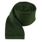 Knitted Hunter Green Tie with in. Tie Hunter, Traditional Jacket, Green Tie, Knit Tie, Skinny Ties, Athletic Fashion, Hunter Green, Ties, Tejidos