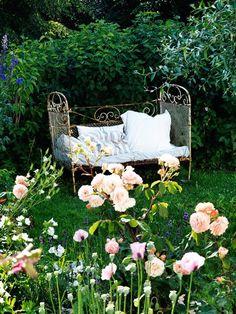 Eisenbett im Garten