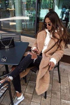 Women& fall / winter fashion with a plush coat, beige sweatshirt, jeans from . - Women& fall / winter fashion with a plush coat, beige sweatshirt, jeans from … - Winter Outfits For Teen Girls, Winter Fashion Outfits, Fall Winter Outfits, Autumn Winter Fashion, Trendy Outfits, New York Winter Outfit, Winter Clothes, Ootd Winter, New York Winter Fashion