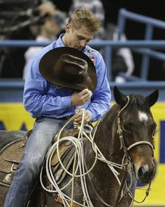 Nothin better than seeing a cowboy bow his head to God every time. 2012 world champ Tuf Cooper Rodeo Cowboys, Hot Cowboys, Real Cowboys, Cow Boys, Cowboy Horse, Cowboy And Cowgirl, Cowgirls, Cowboys And Angels, Cute Country Boys