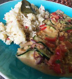 Thai-Gemüse mit Erdnusssauce und Kokosreis