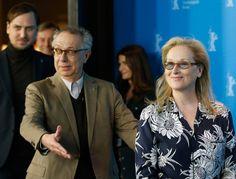 Berlinale 2016: Festivaldirektor Dieter Kosslick folgt Jurypräsidentin Meryl Streep zur Pressekonferenz.
