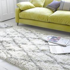Beni rug with Oscar sofa in yellow velvet
