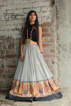 31 New Navratri Chaniya Choli Designs to Try in 2017 - LooksGud.in Best Chaniya Choli design and colour combination for Navratri Festival in Guajrat Chaniya Choli For Kids, Garba Chaniya Choli, Garba Dress, Navratri Dress, Choli Dress, Saree Blouse, Dress Skirt, Lehenga Choli Designs, Choli Blouse Design