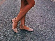 Le #nude reste un incontournable cette saison, comme ces #ballerines à brides #babou à 12€ MissGlamazone