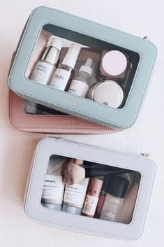Beauty Essentials, Travel Cosmetic Bags, Travel Makeup Bags, Cute Makeup Bags, Travel Wardrobe, Packing Tips For Travel, Travel Accessories, Travel Size Products, Travel Style