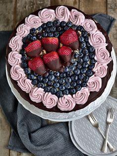 Slavnostní narozeninový dort - piškot + mascarpone krém Acai Bowl, Raspberry, Baking, Fruit, Breakfast, Sweet, Recipes, Food, Cakes