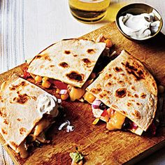 Simple Spicy Chicken Quesadillas @keyingredient #cheese #chicken