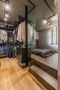 Your walk-in wardrobe might not be able to fit into your small space, but this capsule alternative sure can. Walk In Closet Small, Small Closet Space, Walk In Closet Design, Bedroom Closet Design, Small Spaces, Bedroom Decor, Girls Bedroom, Ideas De Boutique, Desgin