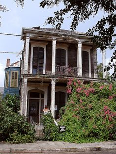 New Orleans LA Abandoned Houses - Louisiana Abandoned Property, Old Abandoned Houses, Abandoned Buildings, Abandoned Places, Old Houses, Old Mansions, Abandoned Mansions, New Orleans Louisiana, Architecture Old